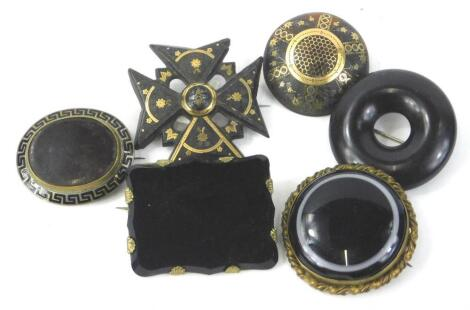 Various Victorian brooches