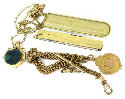 A quantity of mixed jewellery, to include a 9ct gold swivel agate fob, with green agate, 8.9g, on a gold plated chain, with 9ct gold clip, a 9ct gold shield fob, 3.8g, on a gold plated chain, and a 9ct gold cased pen knife. (3)