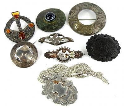 Various silver and other brooches, to include a circular silver shield brooch, a silver bird bar brooch, a silver Swaztica brooch, three silver plated or pewter brooches, a jet brooch and a silver fob and chain, 16.5g.