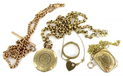 A quantity of mixed jewellery, comprising a gold plated watch chain, an oval shell cameo in gilt metal frame, a gilt metal ring, a 9ct gold fine link chain and gold plated locket pendant, 2.5g all in, a fine link 9ct gold chain and heart shaped pendant, 1.5g, and a gilt metal chunky curb link chain and circular pendant.