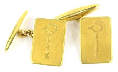 A pair of gent's cufflinks, set with single motif of a bar with claw, yellow metal, unmarked, 6.4g all in.