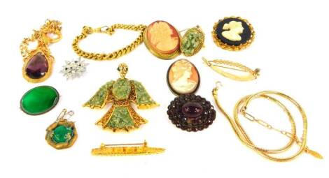 A selection of costume jewellery, including cameo brooches, jade coloured ring, flat curb bracelet, bird pendant necklace, etc.