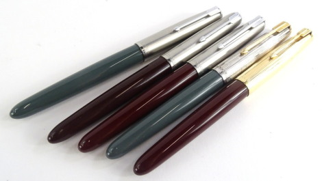 Five various coloured Parker 61 fountain pens, to include two in pale green, three burgundy.
