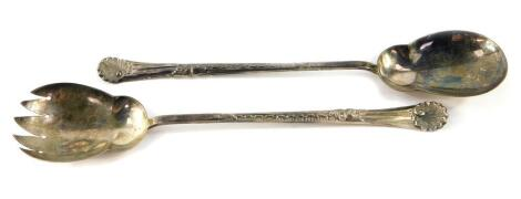 A pair of Edward VII silver salad servers, with embossed shell and scrolling leaf decoration, Walker and Hall, Sheffield 1905, 5.84oz.