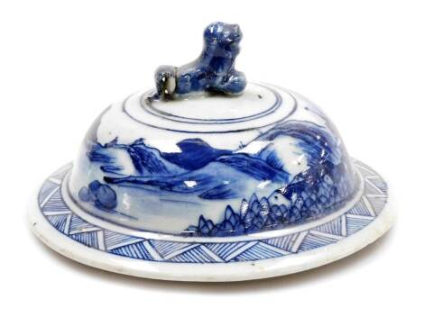 An Chinese porcelain lid, with dog of fo knop above a landscape and a geometric band, 19thC, 10cm high.
