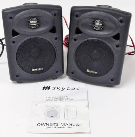 A pair of Skytec speakers, 25cm high. (2)
