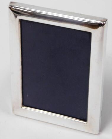 An Elizabeth II silver photograph frame, of plain rectangular design, with easel back, Sheffield 1988, 17cm high, 13cm wide.