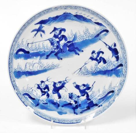 A 19thC Chinese porcelain plate, profusely hand decorated with warriors before mountains, 24cm diameter.