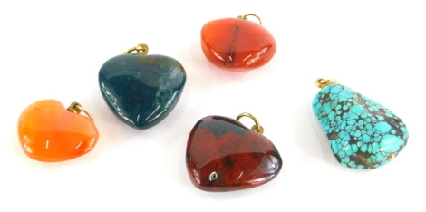 A group of hardstone heart shaped pendants, to include four agate examples and a turquoise pendant. (5)