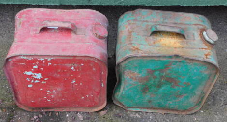 Two vintage Robbican oil cans, one in red, the other green.
