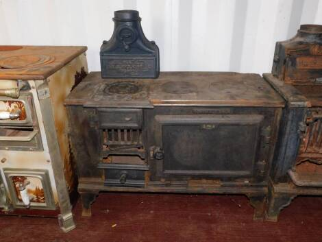 A cast iron early 20thC kitchen range 'The Suffolk Belle', by E L Hunt Ltd, Ipswich., raised on bracket feet, 95cm high, 90cm wide, 43.5cm deep. Auctioneer Note: We have specific vendor instructions to sell WITHOUT RESERVE.