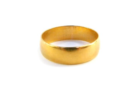 A 22ct gold wedding band, size P, 3.5g.