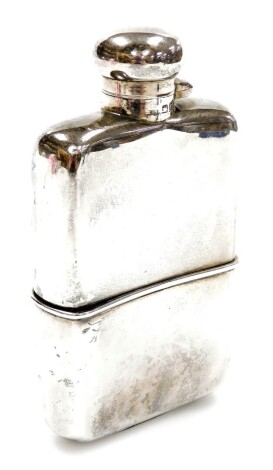 A Victorian silver hip flask, with bayonet cap and Chester 1900, 14cm high, 6.3oz.