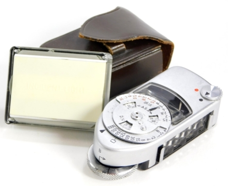 A Leica-meter MC, with incident light attachment, each in leather case. (2)