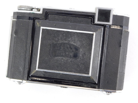 A Zeiss Super Ikonta 532/16 camera, with an 8cm f2.8 Tessar lens, Compur rapid shutter and rangefinder.