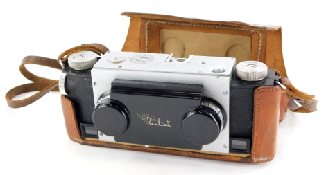 A Realist stereo twin lens camera, in a leather case.
