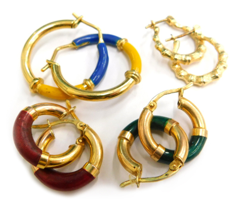 Four pairs of earrings, to include two pairs of 9ct gold small hoop earrings, each with a coloured design base, one green, one red, in 9ct hoops, a pair of 9ct gold pleated design hoops, stamped 375, 4.6g, and another unmarked pair with blue and yellow en