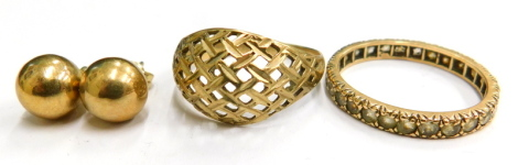 Various 9ct gold and other jewellery, to include a 9ct gold reed design dress ring, ring size P½, a misshapen 9ct gold and CZ set eternity ring, ring size P, and a pair of yellow metal ball earrings, unmarked, 4.3g all in.