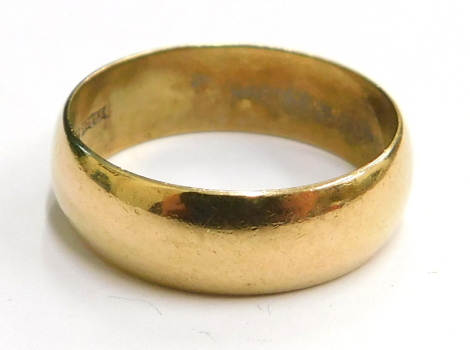 A 9ct gold wedding band, of plain design, London, ring size P½, 3.9g.