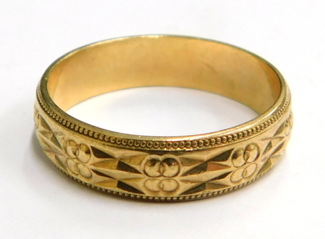 A 9ct gold wedding band, with two row etched design, bearing engraving 5-M 789P, London 1915, ring size Q, 3.3g.