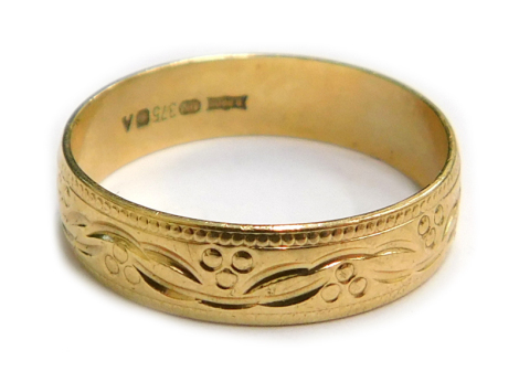 A 9ct gold wedding band, with etched berry and leaf design, Sheffield 1975, ring size P, 2.3g.