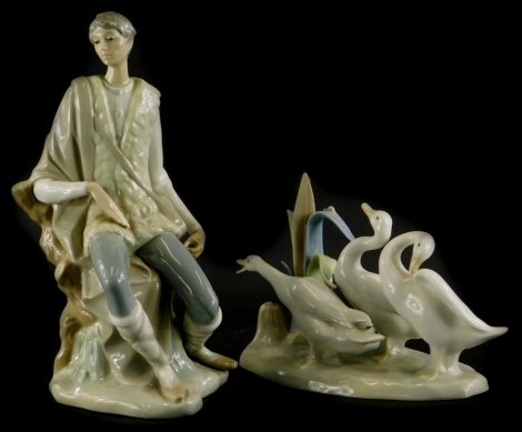 A Lladro porcelain figure of a huntsman seated, and a Lladro figure group of geese. (2, AF)