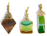 Three 9ct gold stone set pendants/fobs, comprising one of diamond shaped design set with polished black agate and mother of pearl, 3.5cm high, another of square design set with multi layered green agate and a blue/orange coloured stone, 3cm high, and a re