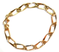 A fancy link bracelet, with elongated rectangular links, yellow metal stamped 375, 18cm long, 5.6g.