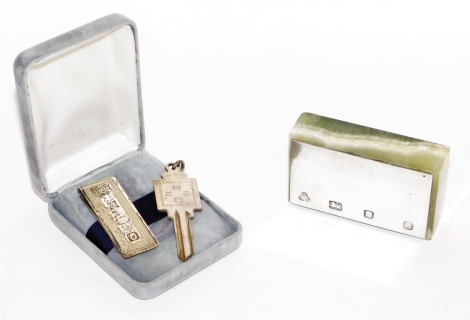 A small group of silverware, to include a silver topped and agate paperweight, London 1978, 8cm wide, 4cm deep, a later silver money clip and a silver key, Birmingham, weighable silver 1oz. (3)