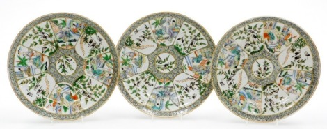 Three Chinese porcelain famille verte plates, decorated with figures, flowers, birds, etc., 19thC, 26cm diameter.