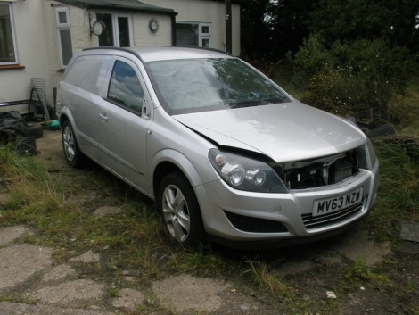 A Vauxhall Astra Sportive van 1.7 CDTI, registration MV63 NZW. The head has been removed from the engine. Sold as seen, no V5.