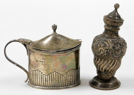 Two items of silver, to include a silver condiment jar and cover, with blue glass liner (AF), Sheffield 1888, and a silver sugar shaker, unmarked, 8oz gross. (2)