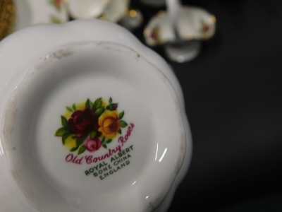 A large quantity of Royal Albert Old Country Roses pattern ceramics, to include dinner ware, tea ware, etc. - 2