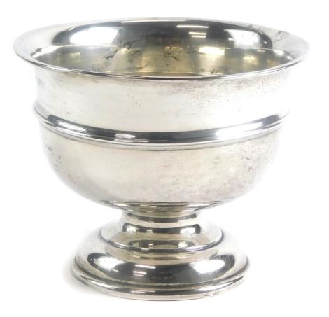 An Edward VII silver pedestal bowl, of plain form with a central raised rim, Chester 1908, 12cm high, 15cm diameter, 7¼oz.