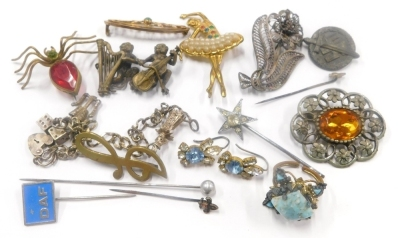A collection of costume and dress jewellery, to include a bronze monkey brooch, a spider brooch, a filigree flower brooch, etc.