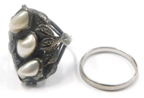 Two dress rings, to include a cultured pearl and leaf design dress ring, white metal, unmarked, ring size I, 4.3g, together with a plain platinum wedding band, ring size J, 1.9g. (2)