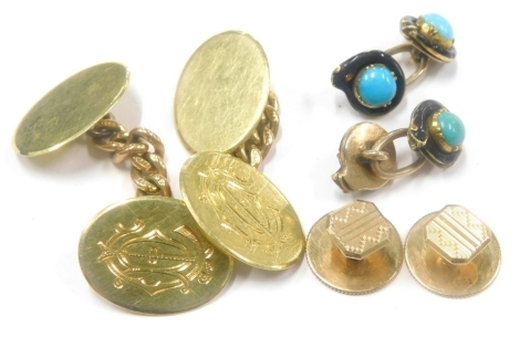 A group of gentlemans jewellery, to include a pair of 9ct gold cufflink's, each with oval shield bearing the initials CD, a pair of 9ct gold collar studs, each with engine turned decoration and a pair of yellow metal, enamel and turquoise cufflink's, unma