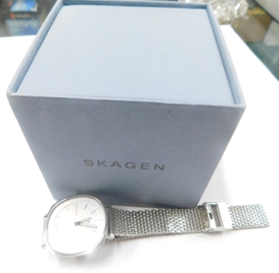 A Skagen gentlemans stainless steel cased wristwatch, with circular dial on pleated bracelet, boxed. (AF) - 2