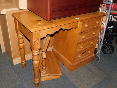 A pine dressing table, together with a toilet mirror. (2)