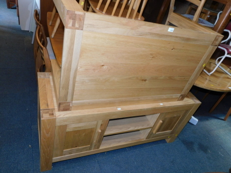 A blonde oak coffee table, together with an oak and oak veneered television stand. (2) NB. We have specific instructions from vendor to sell WITHOUT RESERVE.