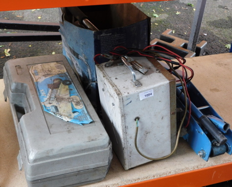 Two hydraulic car jacks, together with a battery tester and a work light. (4) This lot contains untested or unsafe electrical items. It is supplied for scrap or re-conditioning only TRADE ONLY