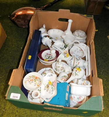 A group of Wedgwood and other collectors china, pin dishes, Wild Strawberries baskets, Portmeirion jug, etc. (1 box)