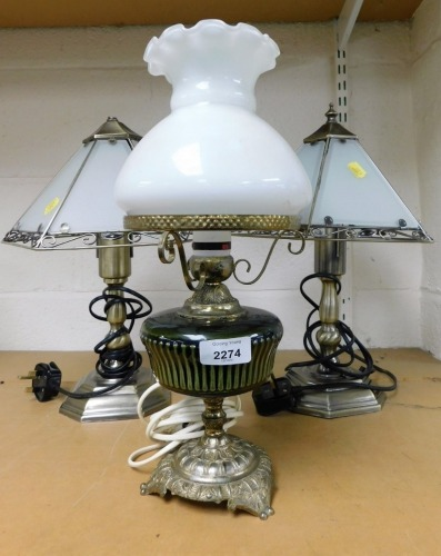 Various table lamps, to include a pair of modern glass shaded table lamps and a metal framed table lamp. (3)