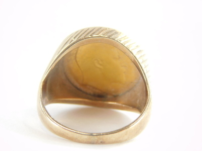 A gentlemans 9ct gold ring, mounted with a 1907 half gold sovereign, 12.6g all in. - 2