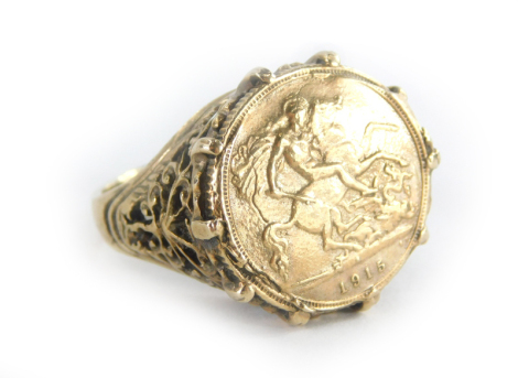 A gentlemans yellow metal ring, mounted with a 1915 half gold sovereign, unmarked, 12.7g all in.