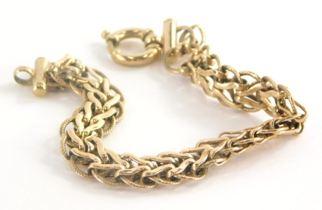 A 9ct gold bracelet, with V shaped and hammered design links, in circular heavy duty clasp, 20cm long, (AF), 12.4g.