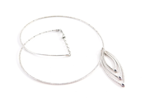A 9ct white gold modern necklace, the pendant with three loop design, and hammered detailing on an articulated chain, 40cm long, the pendant 6cm high, 10.8g.