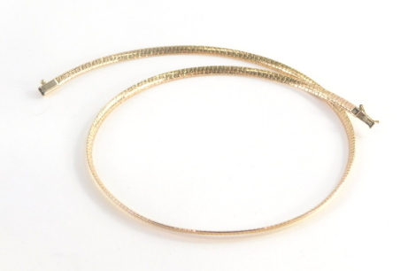 An articulated necklace, with hammered light detailing, 47cm long, marked 375 Italy, 13.4g.