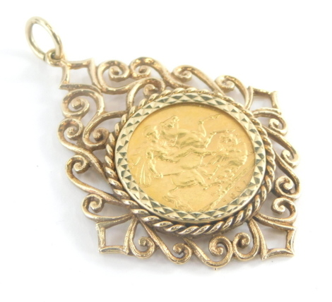 An Edward VII full gold sovereign pendant, dated 1907, in an elaborate hammered and scroll design yellow metal frame, unmarked, 5cm high, 15g all in.