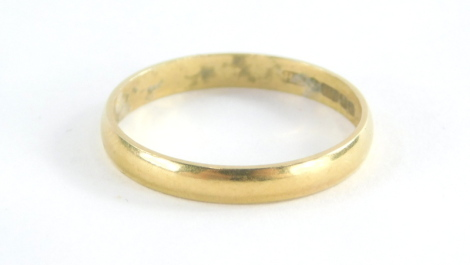An 18ct gold wedding band, bearing the inscription lucky, Birmingham 1975, ring size Q½, 2.1g all in.